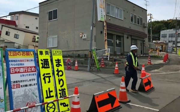 札幌市清田区里塚地区では地盤改良工事が進んでいる(5日)