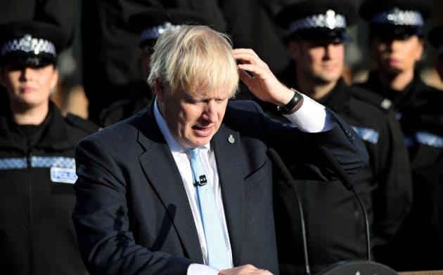 ジョンソン氏はブレグジットを外国人と移民に対する戦いだと示そうとしている=ロイター