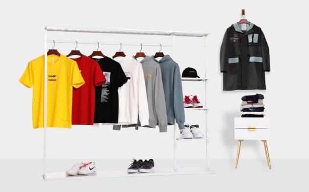 男性向けにファッションを提案する(錦衣盒網絡科技提供)
