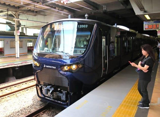 相鉄はJRとの相互直通運転に専用車両を用意した(横浜市)