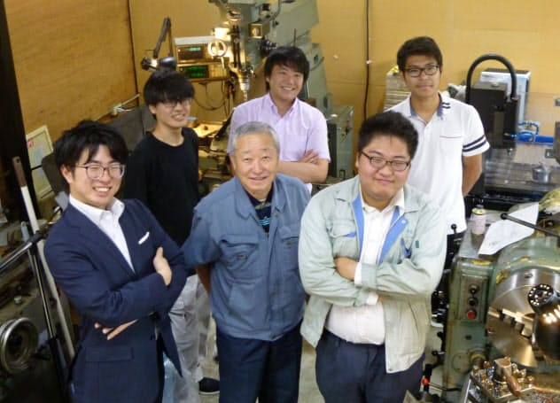 オープン町工場では学生らも設備を利用できる