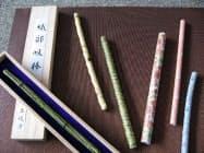 開発したストローは、手作りの味わいが感じられる織部、黄瀬戸の陶器製と、量産でき転写技術を使いさまざまな柄を付けられる磁器製がある