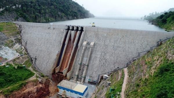 運転を始めた「ナムニアップ1水力発電所」はタイとラオスに売電する