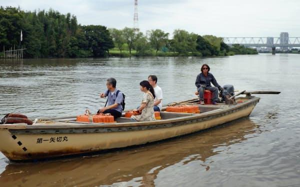 千葉県松戸市と東京都葛飾区を結ぶ江戸川の渡船「矢切の渡し」