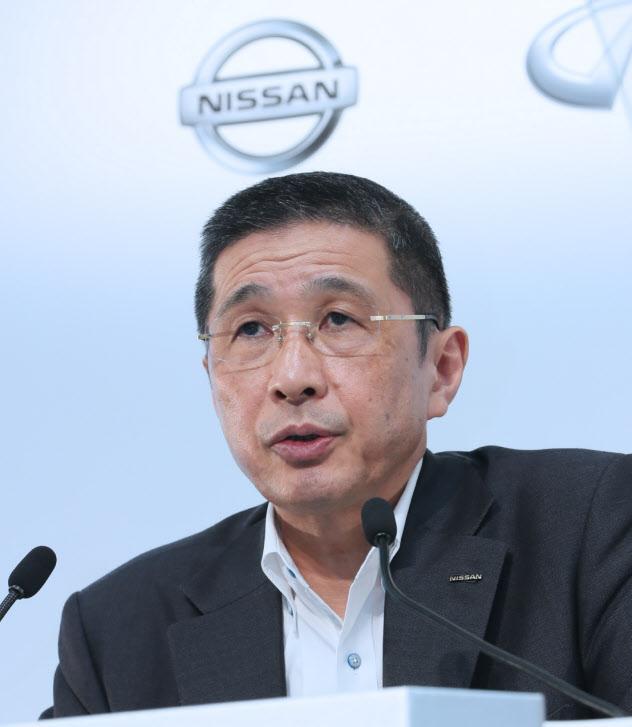 日産自動車の西川広人社長が報酬をかさ上げして受け取っていた疑いが浮上した(7月の決算発表会見)