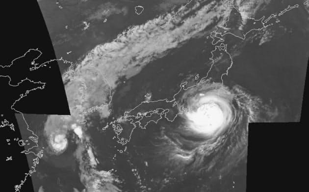 台風15号はコンパクトだが非常に強く、危険なコースをとった(9月8日午後11時。気象庁提供)