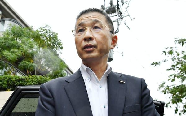 記者の質問に答える日産自動車の西川広人社長(9日午前、東京都渋谷区)