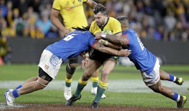 サモアはW杯前の試合で強豪のオーストラリアに善戦した(9月7日、シドニー)=AP