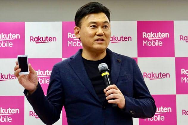 携帯電話事業について説明する楽天の三木谷浩史会長兼社長