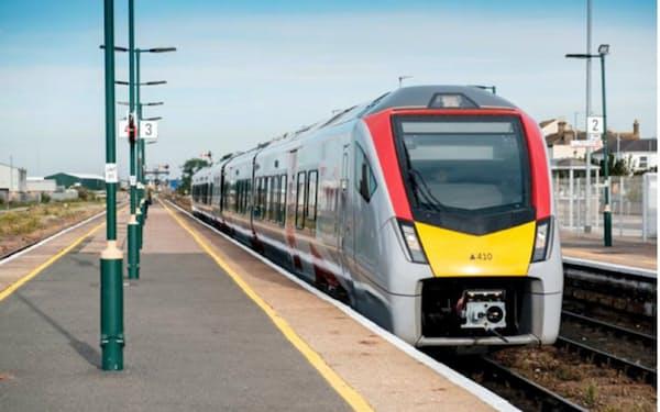 東芝は英国でAIを使った鉄道ダイヤの改正サービスを受注した(写真は英国の鉄道会社が運行する車両)