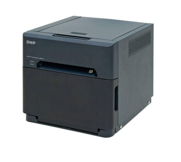 大日本印刷が10月末に発売する小型で軽量の業務用フォトプリンター「DP―QW410」