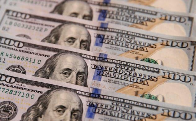 金利の低下と長短金利の逆転が、今後の見通しを難しくしている=ロイター