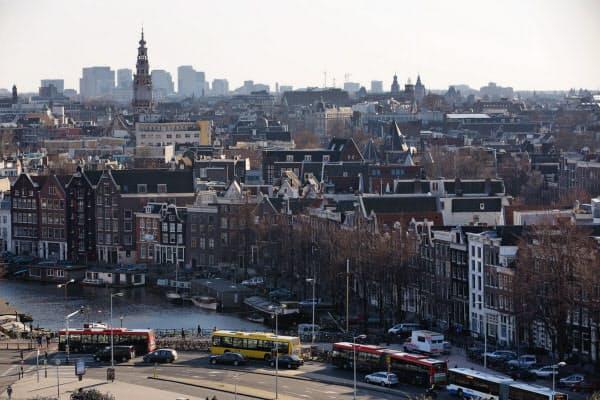 見せかけ投資はルクセンブルクとオランダが全体の約半分を占めているという(オランダの首都アムステルダム)=ロイター