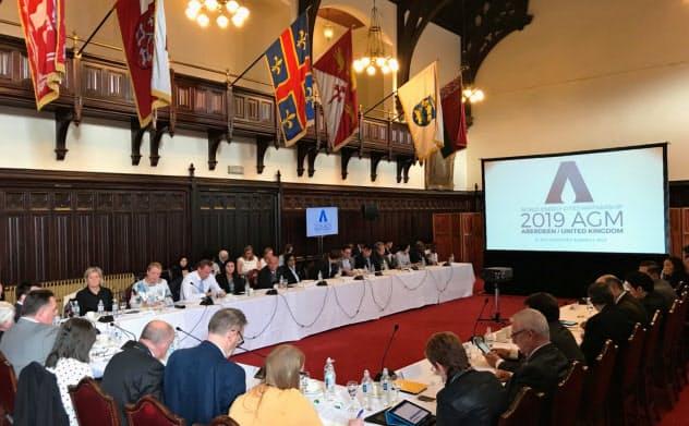 神戸市のWECP加盟が決まった(7日、英アバディーン市で開かれたWECP総会)