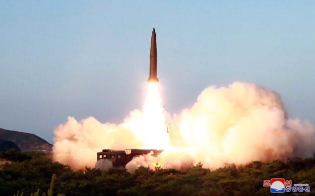 7月25日に北朝鮮が発射した短距離弾道ミサイル=朝鮮中央通信
