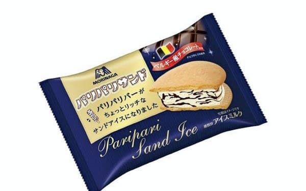 ベルギー産のチョコを混ぜたアイスクリームをビスケットで挟んだ