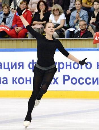 今季のフリーの演技を一般公開するフィギュアスケート女子ロシアのアリーナ・ザギトワ(8日、モスクワ)=共同