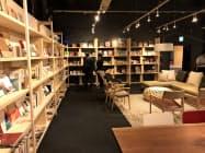 ソファで本を読み選べるスペースも(旭川市)