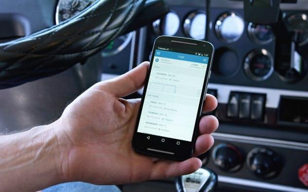 専用スマートフォンで車載器のデータが閲覧できる