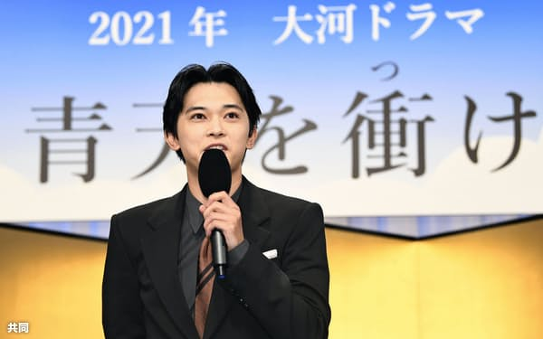 2021年の大河ドラマの主演に抜てきされ、記者会見する吉沢亮さん(9日午後、東京・渋谷のNHK放送センター)=共同