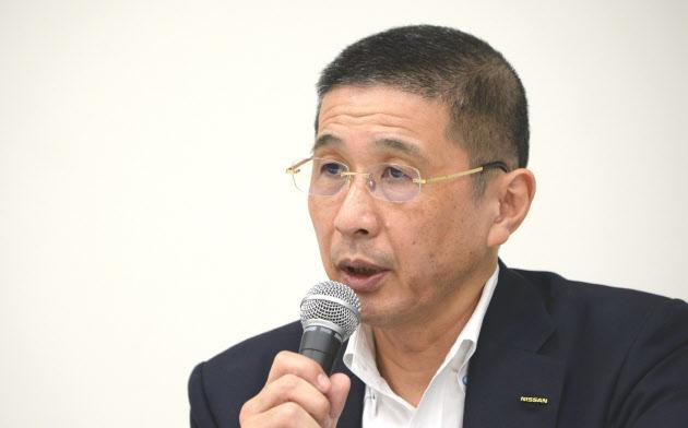 辞任を表明する日産自動車の西川社長(9日、横浜市)