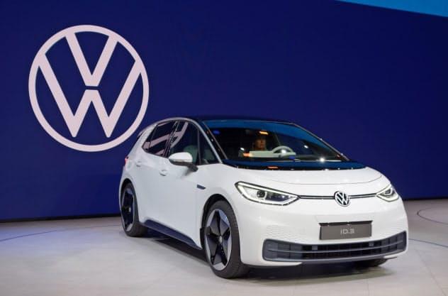 VWは戦略EV「ID.3」と新しいブランドロゴでディーゼル不正との決別と新時代へ移行を印象付ける(9日、独フランクフルト)