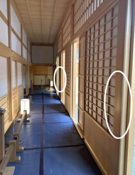 名古屋市の名古屋城本丸御殿の内部。柱2カ所の丸印部分に傷が付けられているのが見つかった(6日、名古屋市提供)=共同