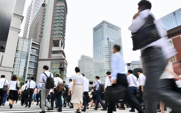 働く人の副業への関心は高まるが、リスクを警戒する企業も多い