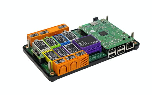 各種機能のブロック状センサーを搭載して使う