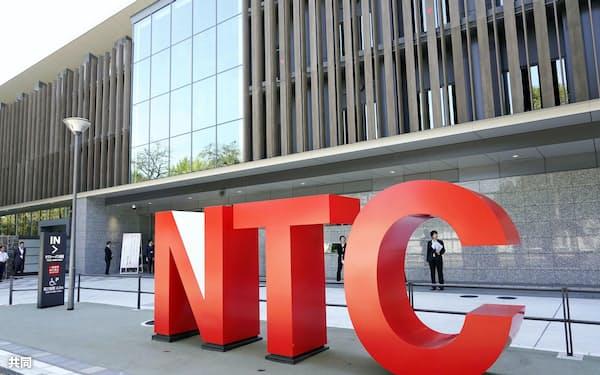 東京五輪・パラリンピックに向け、国が整備した「ナショナルトレーニングセンター(NTC)イースト」(10日午前、東京都北区)=共同