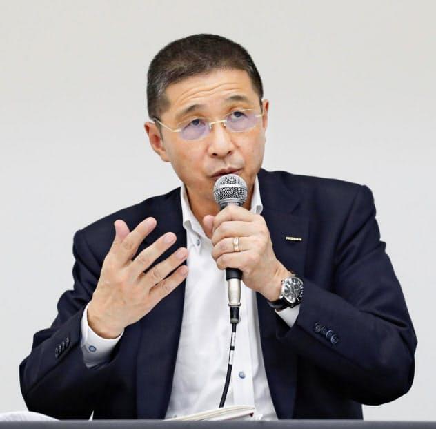 辞任を決め、記者会見する日産自動車の西川広人社長兼CEO=9日夜、横浜市