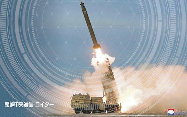 防衛省は過去に発射されたミサイルの分析結果を公表するなど異例の対応をみせている(コラージュ、写真は朝鮮中央通信・ロイター)