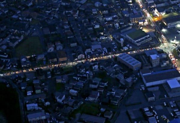 台風15号のため、停電が続く千葉県市原市。県内では鉄塔2基が倒壊するなどしており、復旧は多くの場所で11日以降になる見込みだ(10日午後6時19分、共同通信社ヘリから)=共同