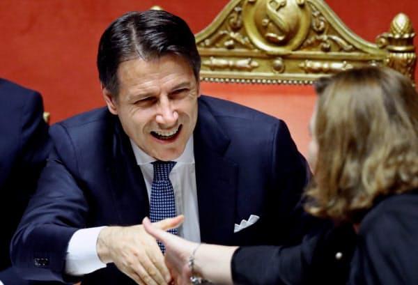 コンテ首相率いる新政権は早速、2020年予算案の策定に取り組む(10日、ローマ)=ロイター
