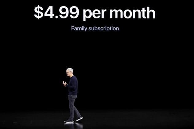 「アップルTV」は月4.99ドルでひとつのアカウントを家族で使うことができる(10日、クパチーノ)=ロイター