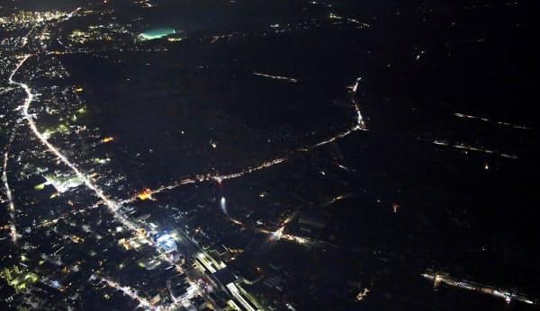 台風15号のため、停電が続く千葉市緑区。県内では鉄塔2基が倒壊するなどしており、復旧は多くの場所で11日以降になる見込みだ(10日午後)=共同