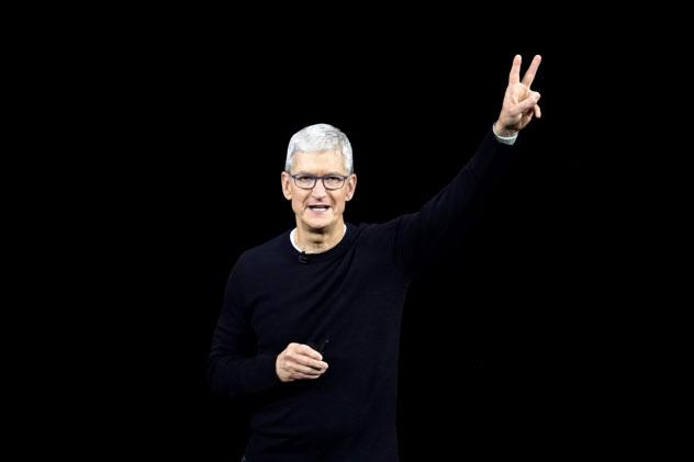 iPhone新製品発表イベントに登壇した米アップルのティム・クック最高経営責任者