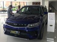 中国民営最大手、浙江吉利控股集団の8月の新車販売は前年同期比約2割減った(広東省広州市の販売店)