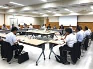 基本設計案を策定したリニア駅周辺整備デザイン会議(11日、飯田市役所)