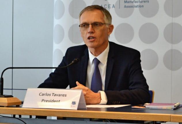11日、記者会見する欧州自動車工業会のタバレス会長(フランクフルト)