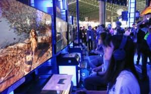 東京ゲームショウでは人気ゲームの試遊コーナーも設けられる(写真は2018年の様子)