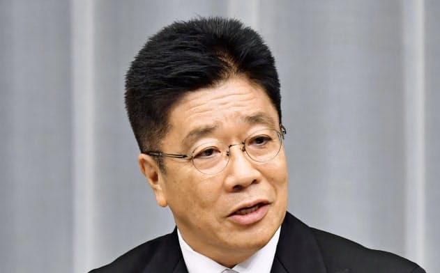 安倍晋三首相の側近で厚労相への再登板となった加藤勝信氏(11日夜、首相官邸)=共同
