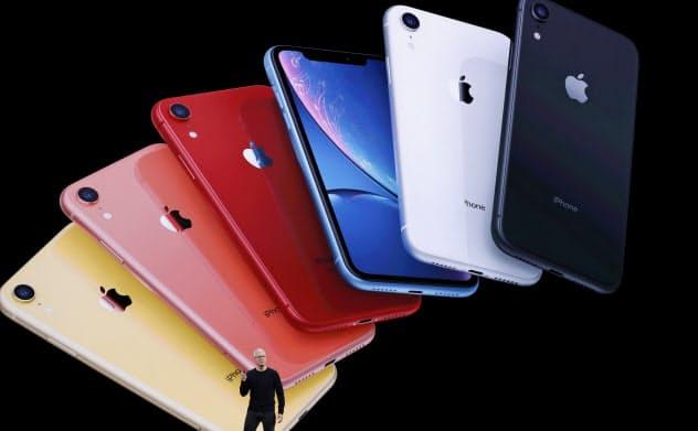 9月11日、iPhone11を発表するアップルCEOのティム・クック氏=ロイター
