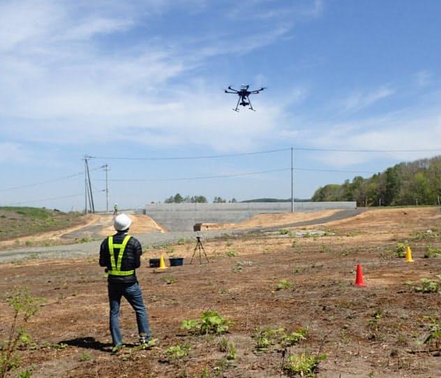建築現場ではカメラを搭載したドローンが測量データを集めるなど活躍の場が広がる
