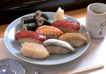 深川すし三ツ木の「正調 江戸前にぎり寿司」。当時は江戸湾で小型のマグロもとれたとか