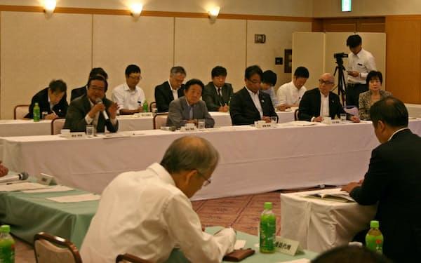 国内外の先進事例について意見が交わされた富士山登山鉄道検討会の第2回理事会(12日、東京・千代田)