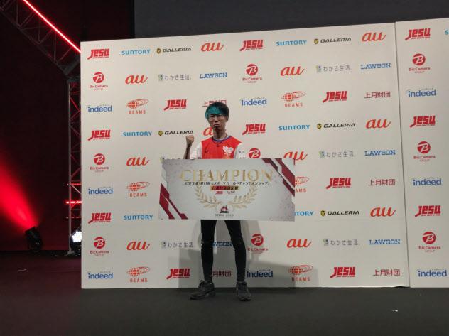 「東京ゲームショウ 2019」で行われたウイニングイレブン日本代表決定戦で優勝したうでぃ選手