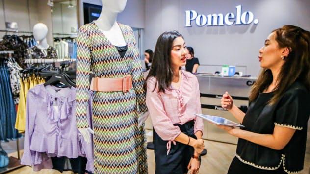 通販サイトで買ったポメロの服は提携先の店舗で試着できる(バンコク)=小高顕撮影