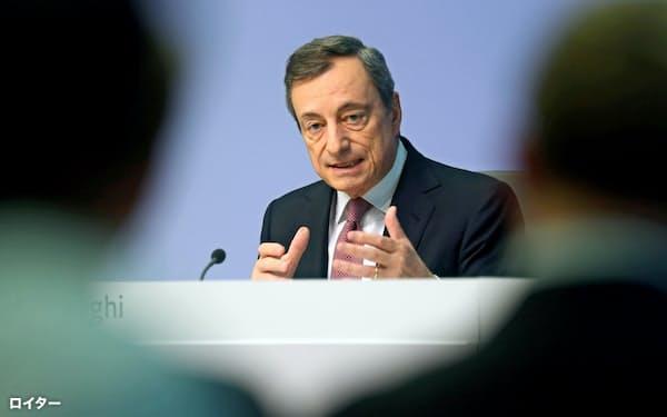 ドラギ氏は財政政策の必要性に言及した(12日、フランクフルト)=ロイター