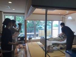 実際の介護施設で、動作を1つずつ撮影(神奈川県二宮町)